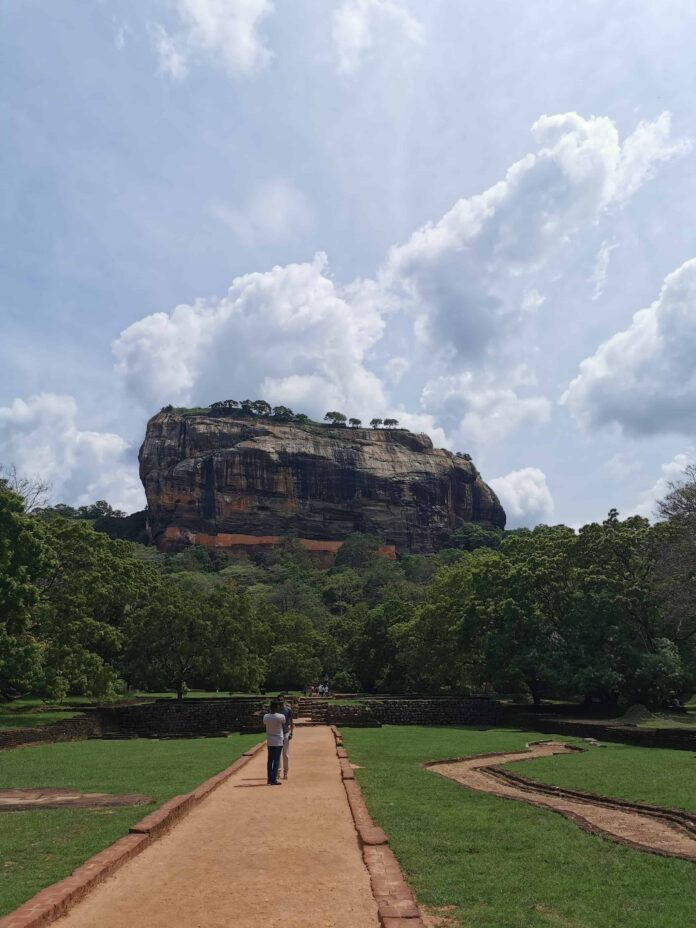sigiriya_sigiriya rock climb