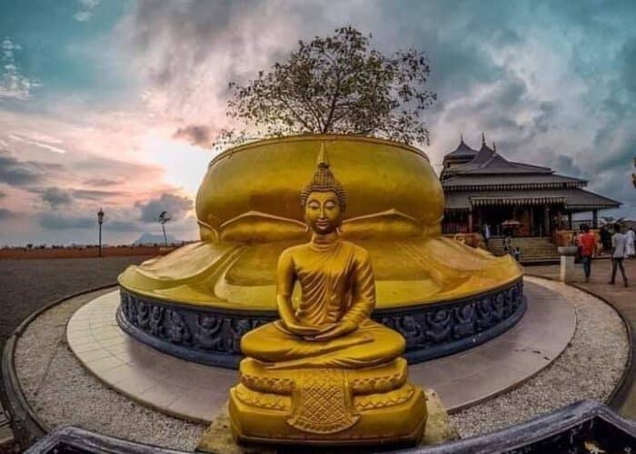Nelligala_නෙල්ලිගල_temple