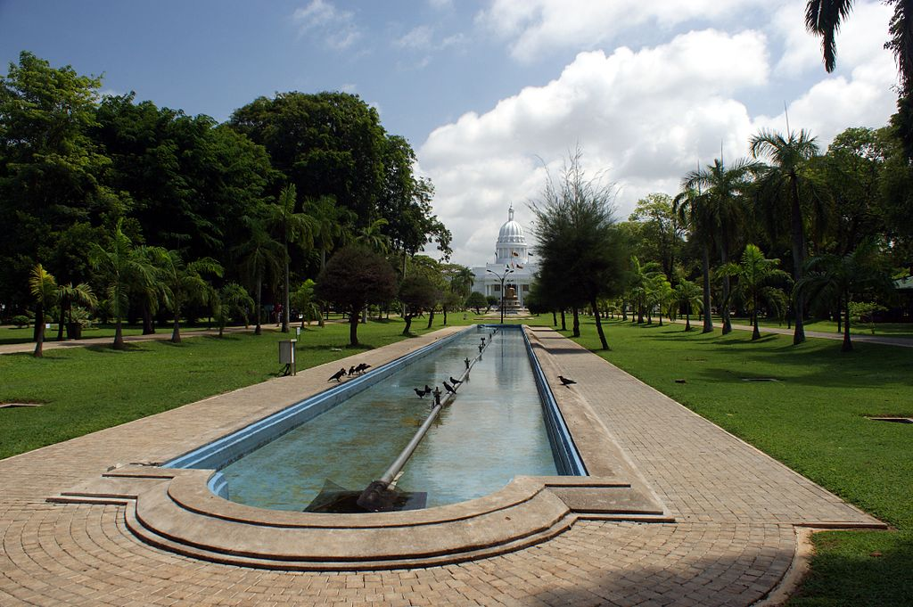 best places to visit in colombo_viharamahadevi park